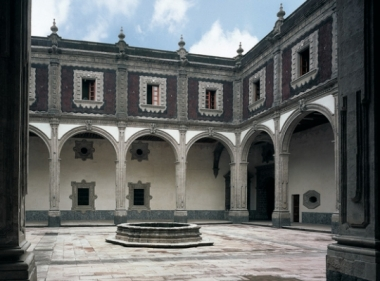 MIDE, Museo Interactivo de Economía (antes Antiguo Hospital y Capilla
