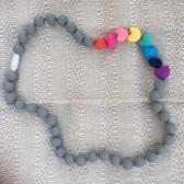 Collar Corazones Gris