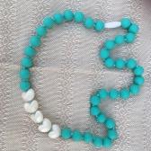Collar Corazones Aqua con blanco